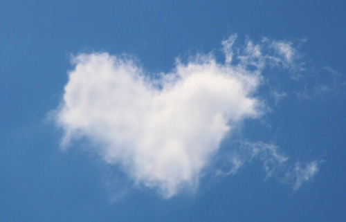 manifesting cloud to heart shape